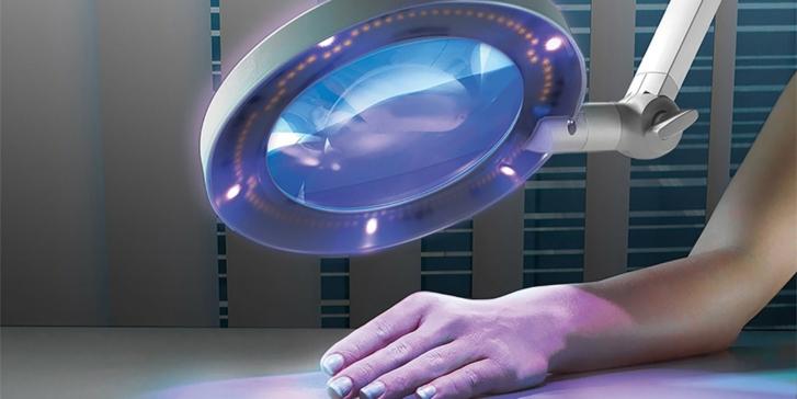 Woods Light Illuminated Medical Magnifier